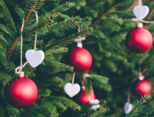 How To Decorate The Christmas Tree With Your Kids