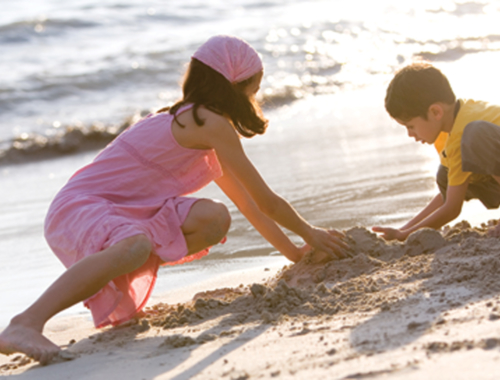 kids-playing-in-sand1440
