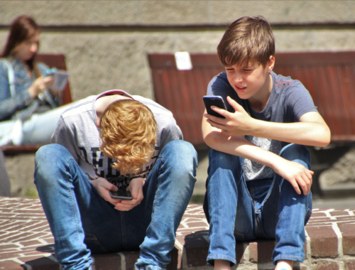 teen-boys-smartphone2160
