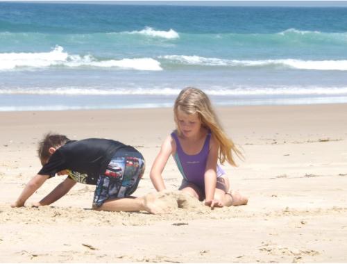 beach-fun-boredom2160
