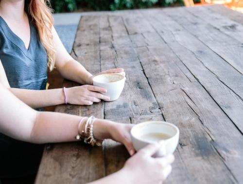 two-women-coffee2160