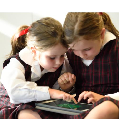 STEM-kids-on-tablet2160