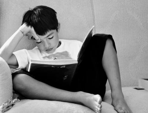 Boy-reading-b_w1440