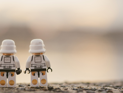two-white-lego-figures2160