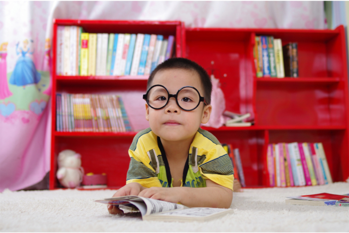 asain-child-reading2160