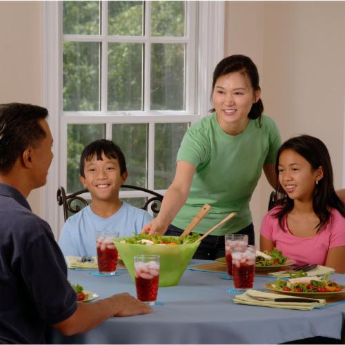 family-dinner-table2160