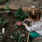 flowers-child-garden2160