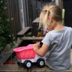girl-child-sandpit2160
