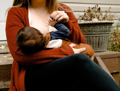 breastfeeding-mum2160