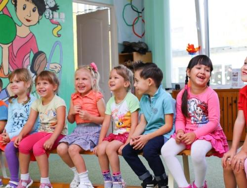Kindy-kids-sitting2160