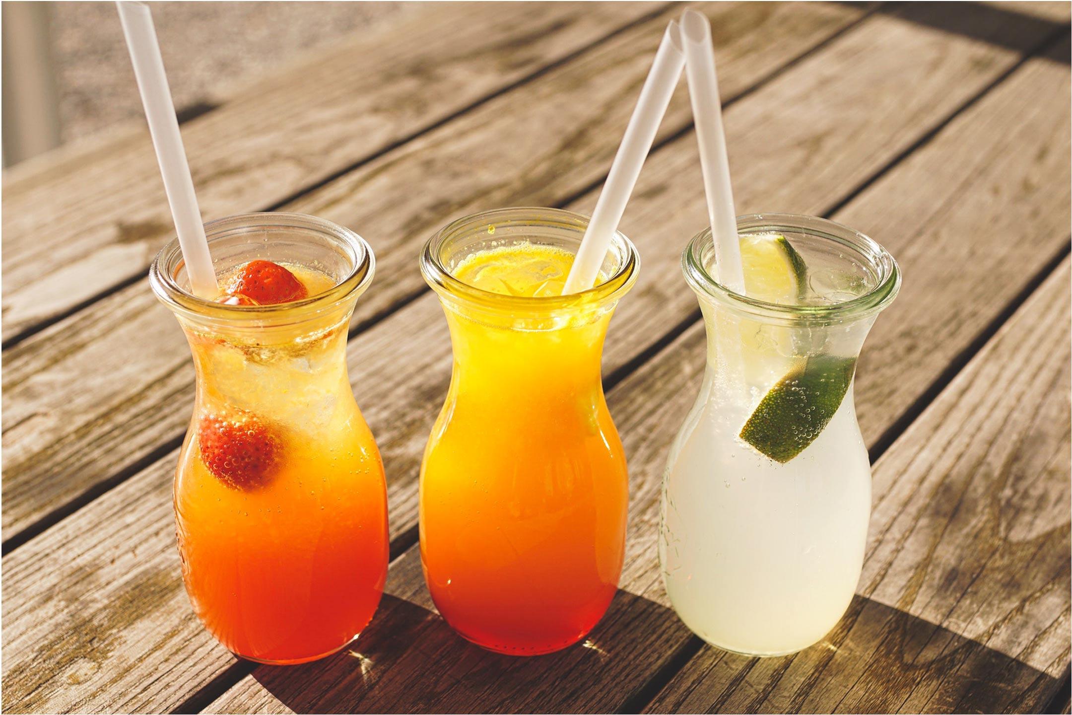 keeping-cool-fruit-drinks2160