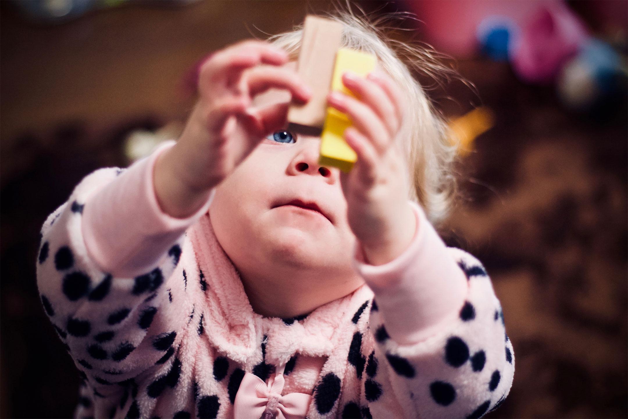 toddler-blocks-clicky-hips2160