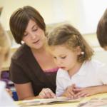 read-teacher-helping-children2160