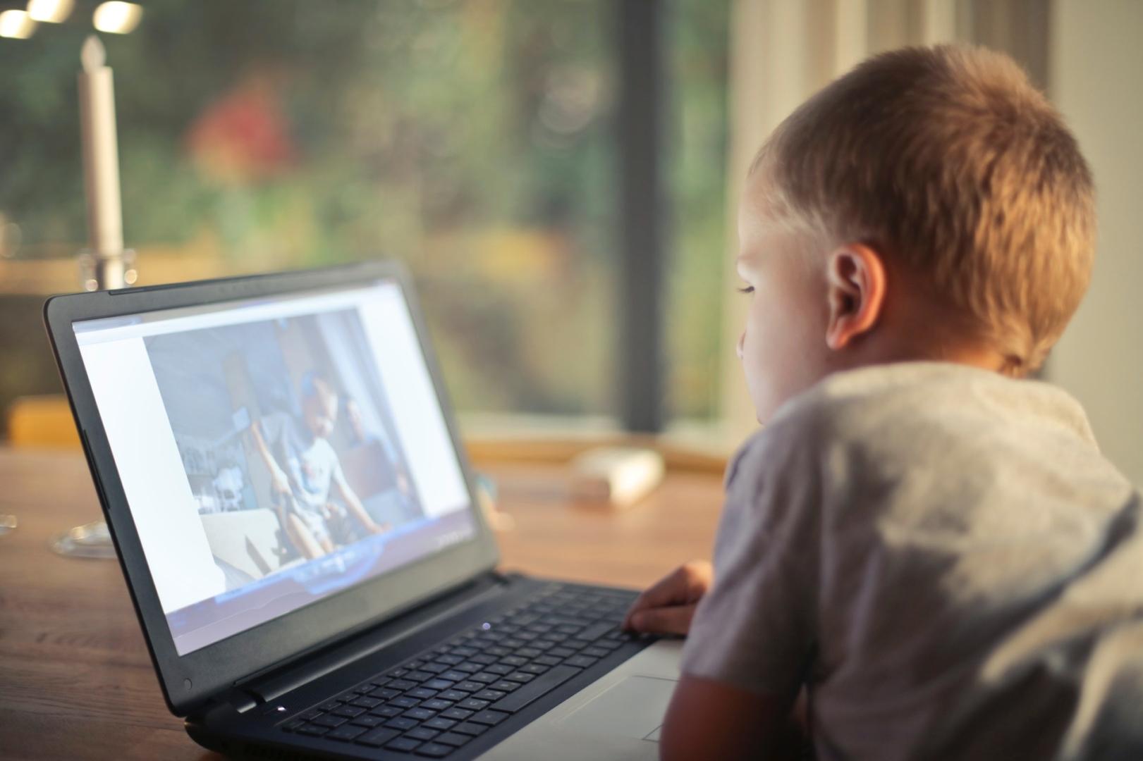 boy-child-laptop