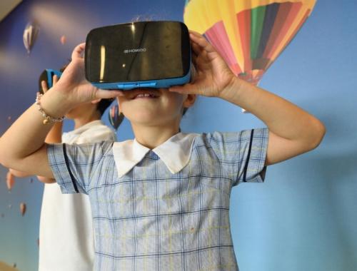 STEM-girl-virtual-reality2160