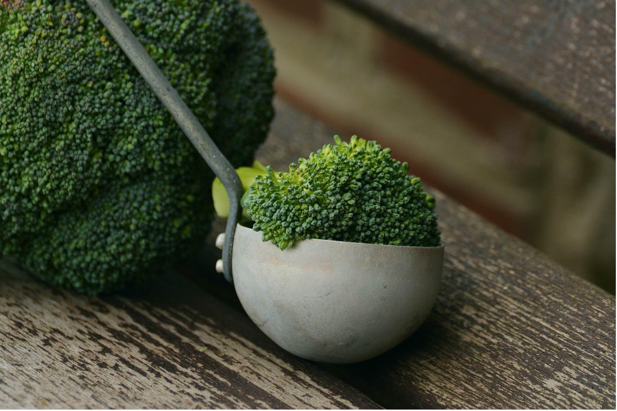 broccoli-on-wood2160
