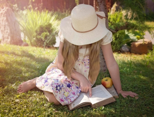 girl-reading-outside-apple2160