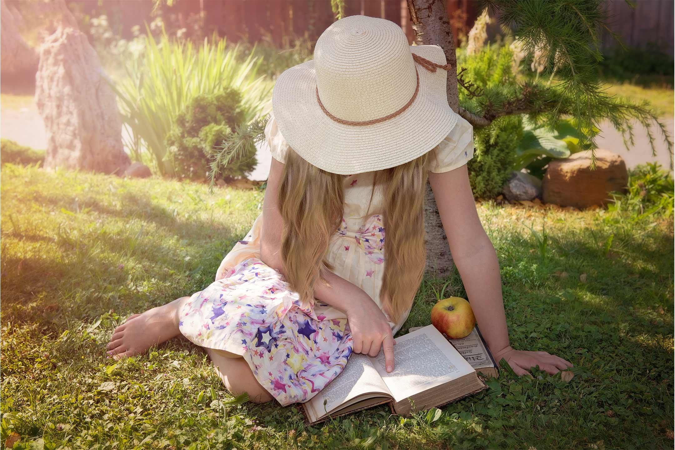 girl-reading-outside-apple2160
