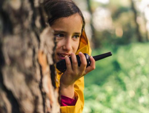 girl-walkie-talkie2160