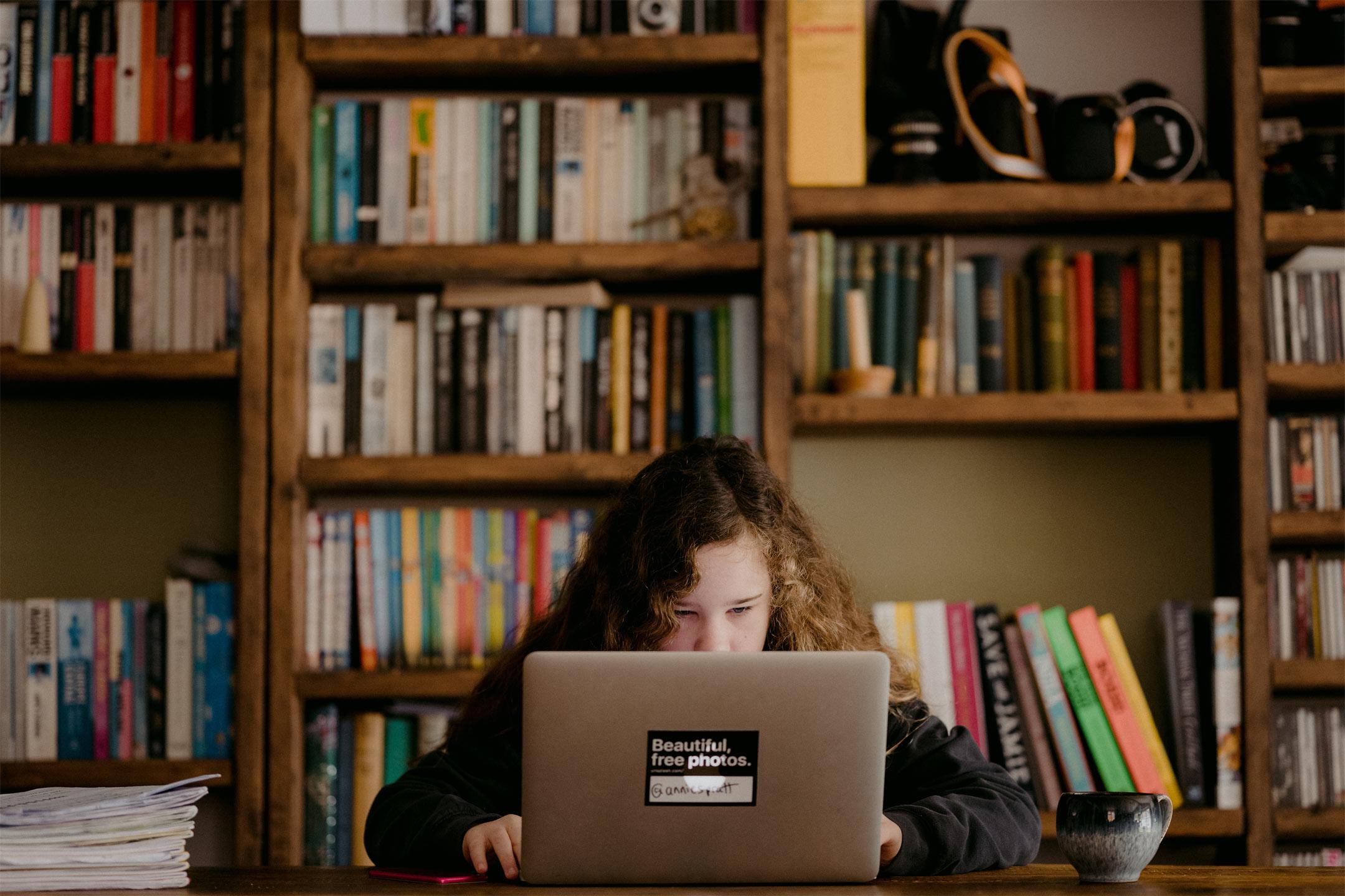 girl-laptop-plagerism