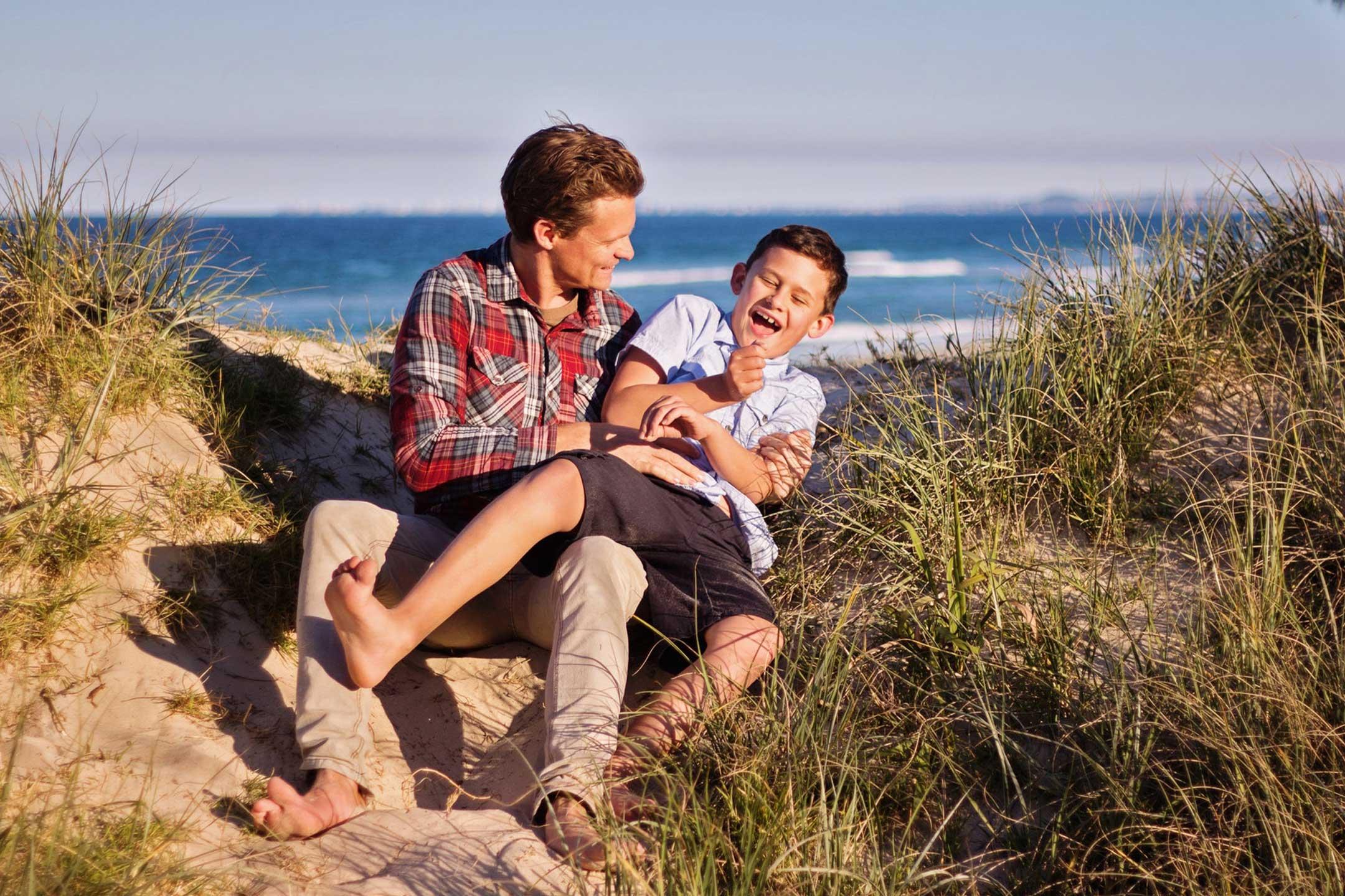 man-son-play-beach2160