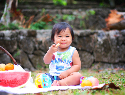 toddler-eating-picnic-healthy2160