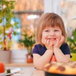 happy-girl-in-kitchen-pizza2160