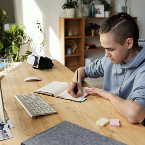 boy-computer-desk2160