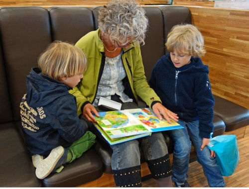 reading-book-two-boys-grandma2160
