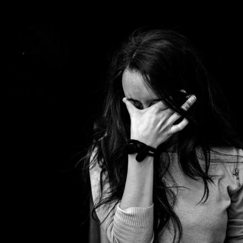 anxious-woman-mono2160