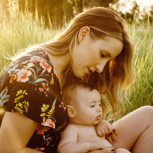 baby-mother-outdoors-sunlight2160