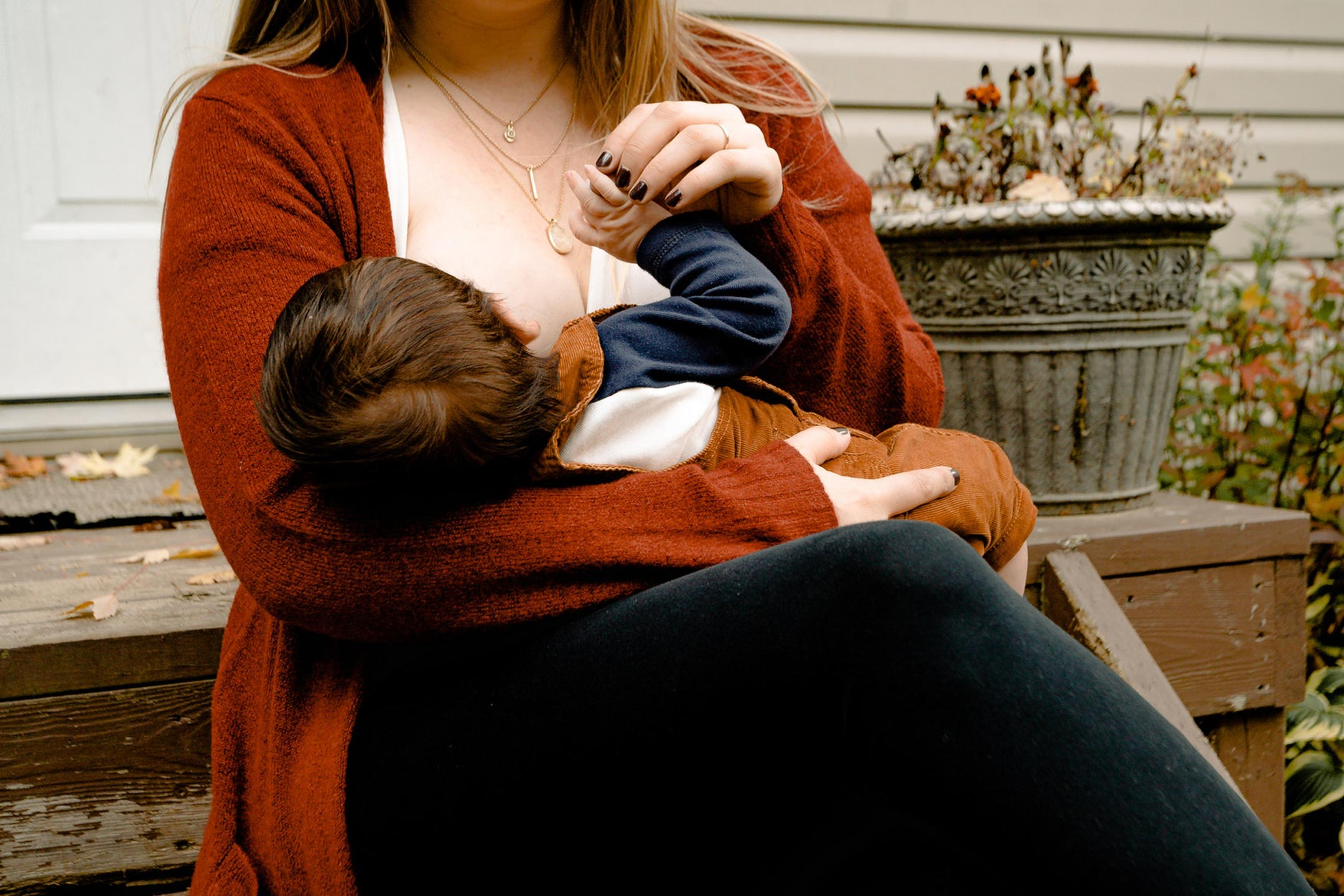 breastfeeding-mum-toddler2160