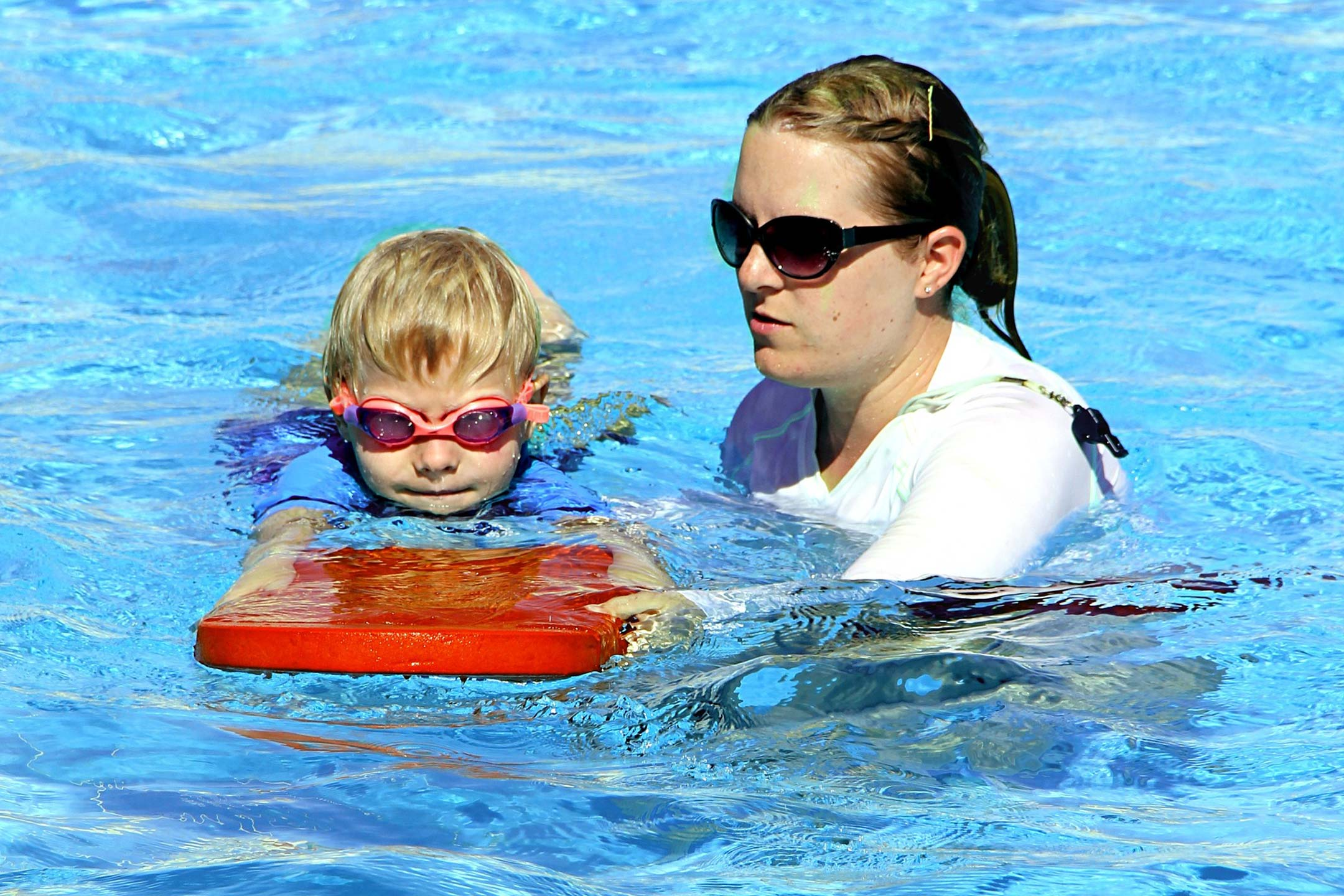 child-swimming-with-teacher2160