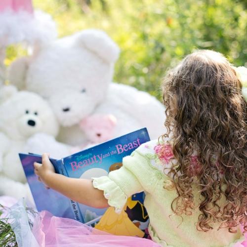 girl-reading-book-toys2160