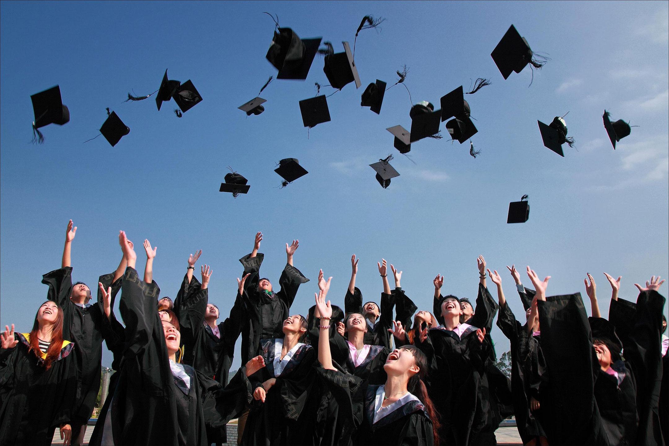 graduation-ceremony-hats-up2160