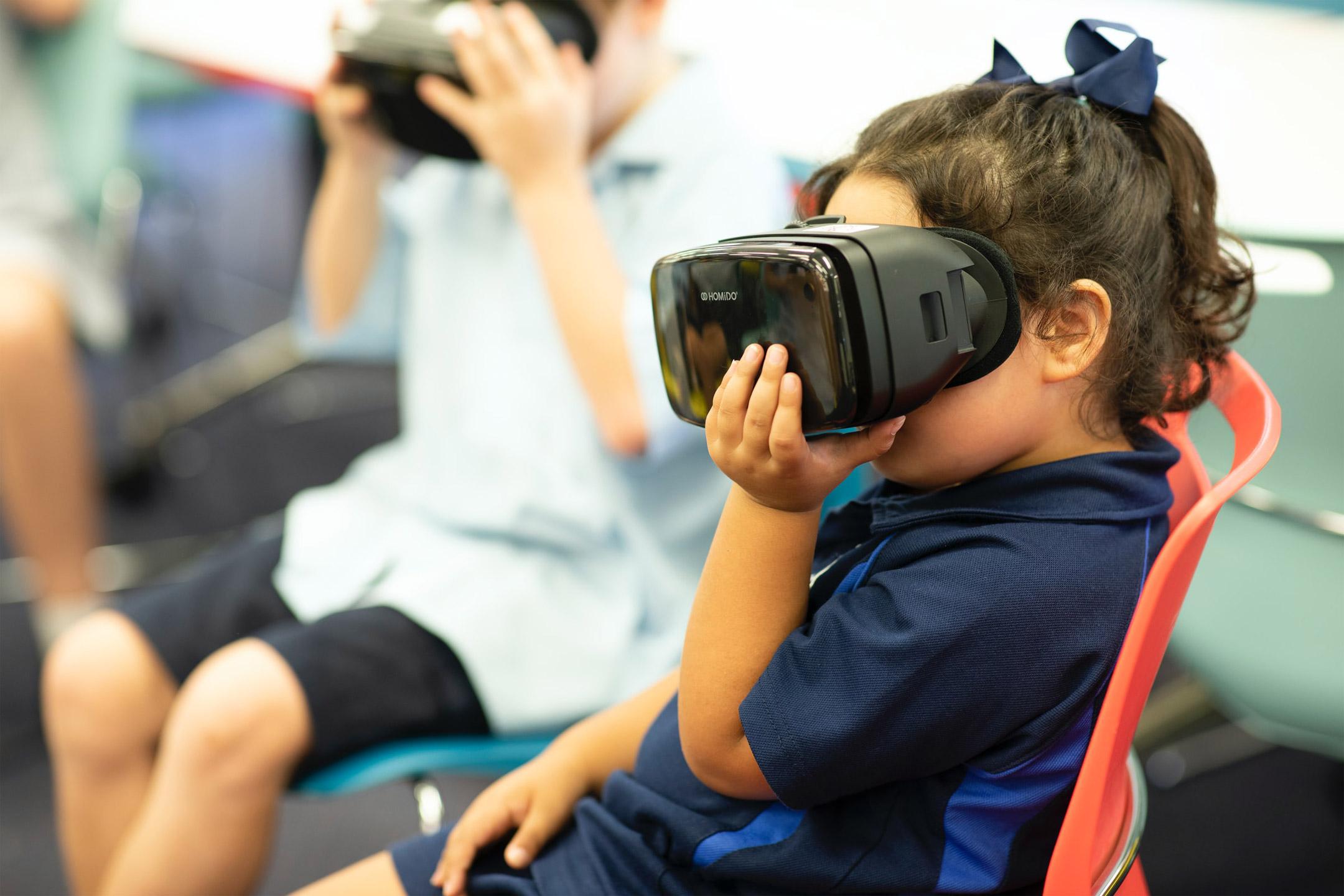 school-child-STEM-Virtual-Reality2160