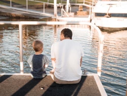 boy-dad-waterside-chat2160