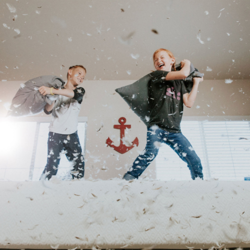 kids-pillow-fight-school-holidays2160