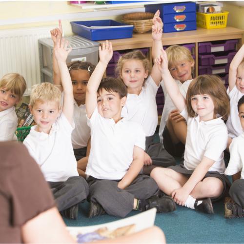 teacher-reading-to-kindy-kids2160