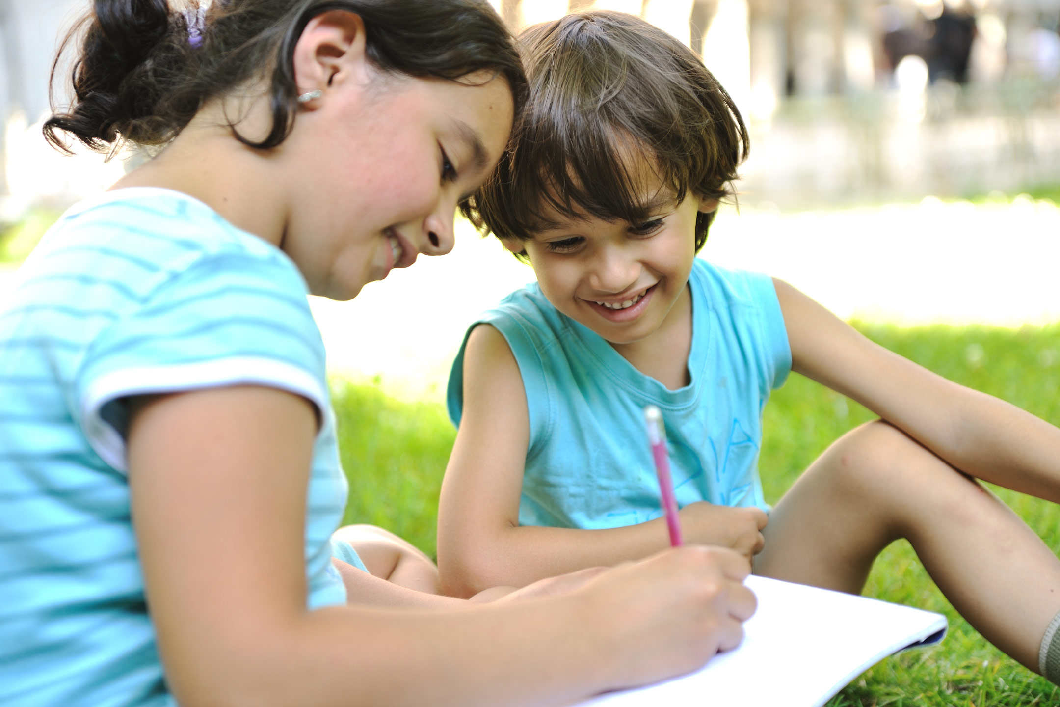two-children-drawing-in-park2160