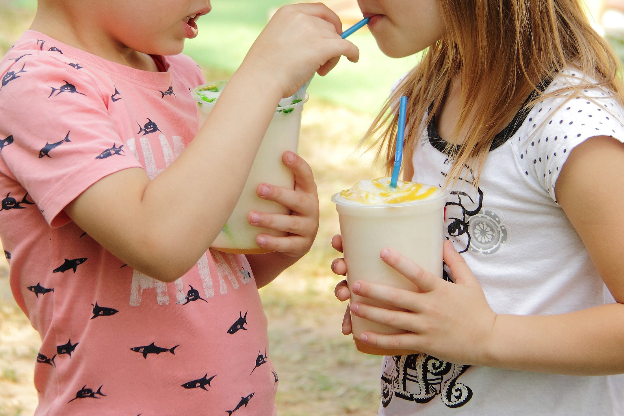 children-drinking-frappes2160