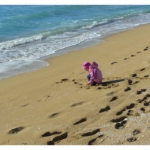 lonely-child-on-beach2160