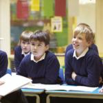 teacher-reading-class-uniform2160