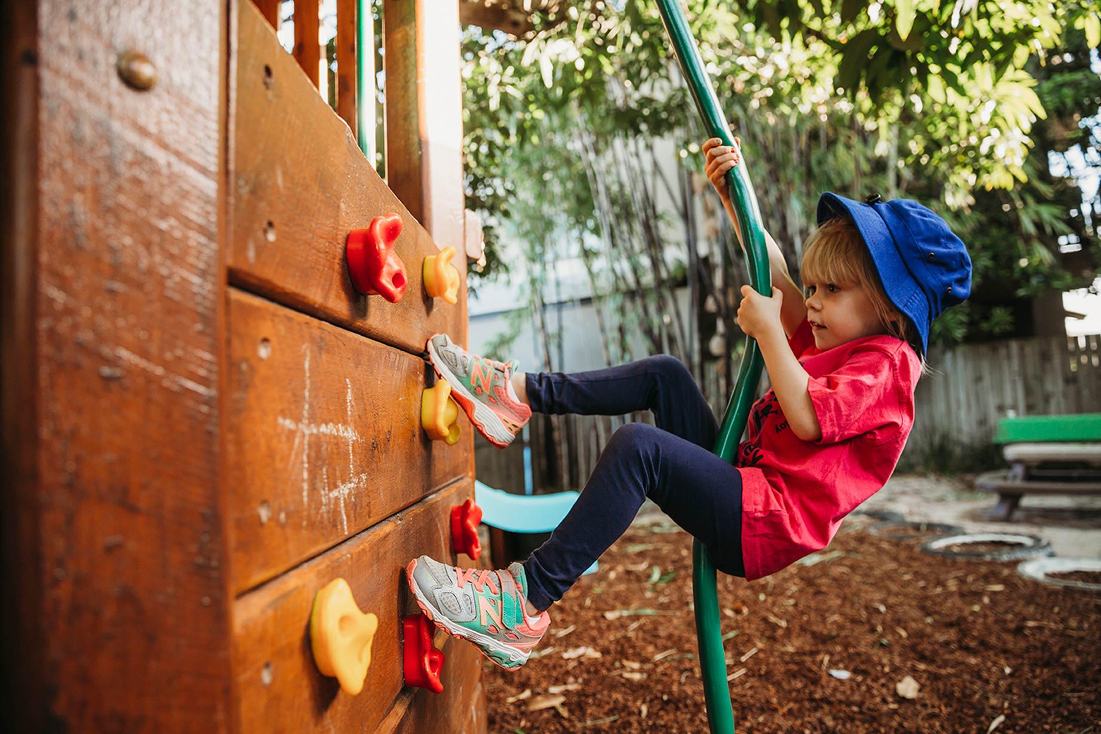alderley-kindy-boy-climbing-wall2160