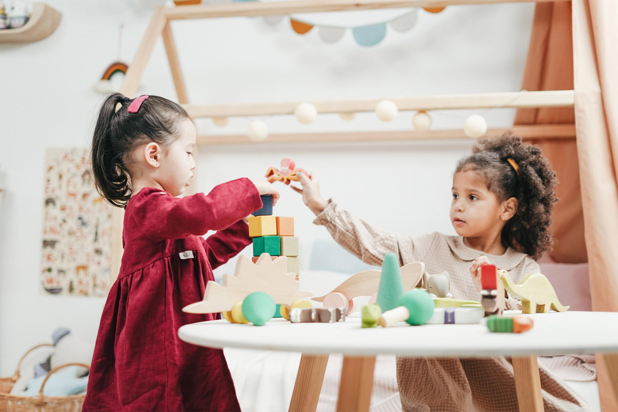 girls-playing-wooden-blocks2160