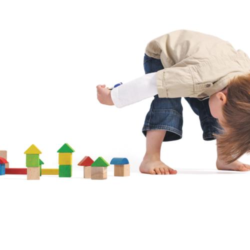 kid-with-building-blocks2160