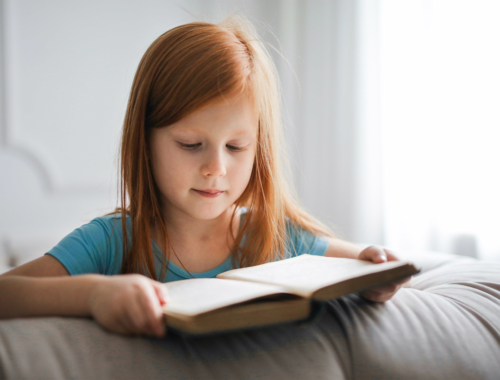 little-girl-ginger-hair-reading2160