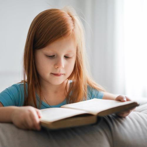 little-girl-ginger-hair-reading2160