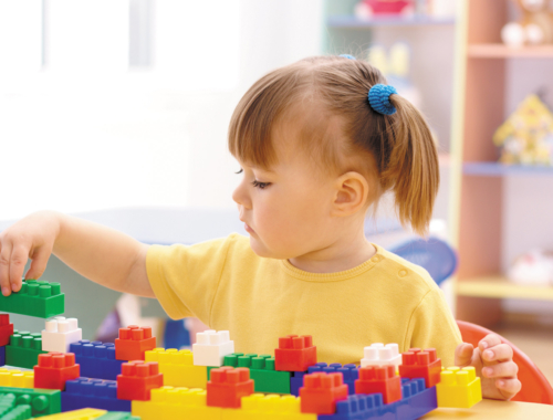 preschooler-playing-with-blocks2160