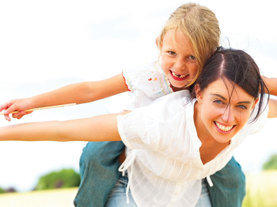 Girl-playing-on-mums-shoulders